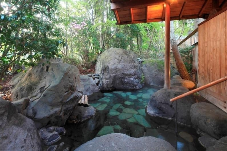 Rental hot spring baths for private use